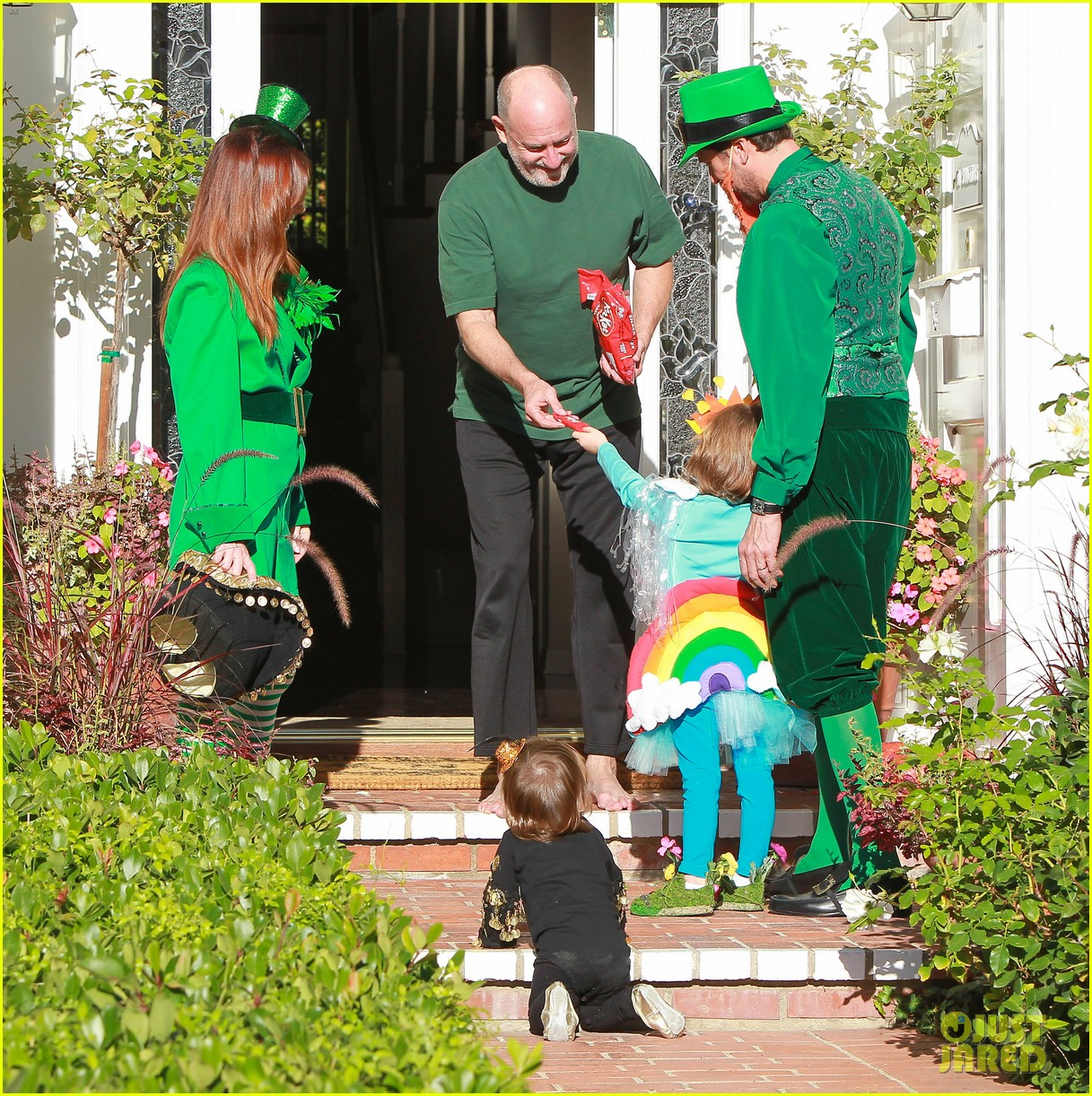 alyson hannigan family leprechaun halloween costume 2013 092983815