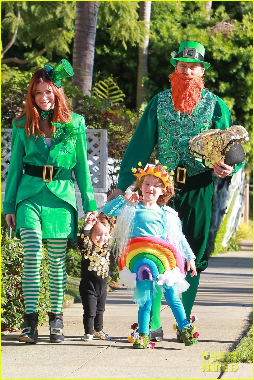 alyson hannigan family leprechaun halloween costume 2013 102983816