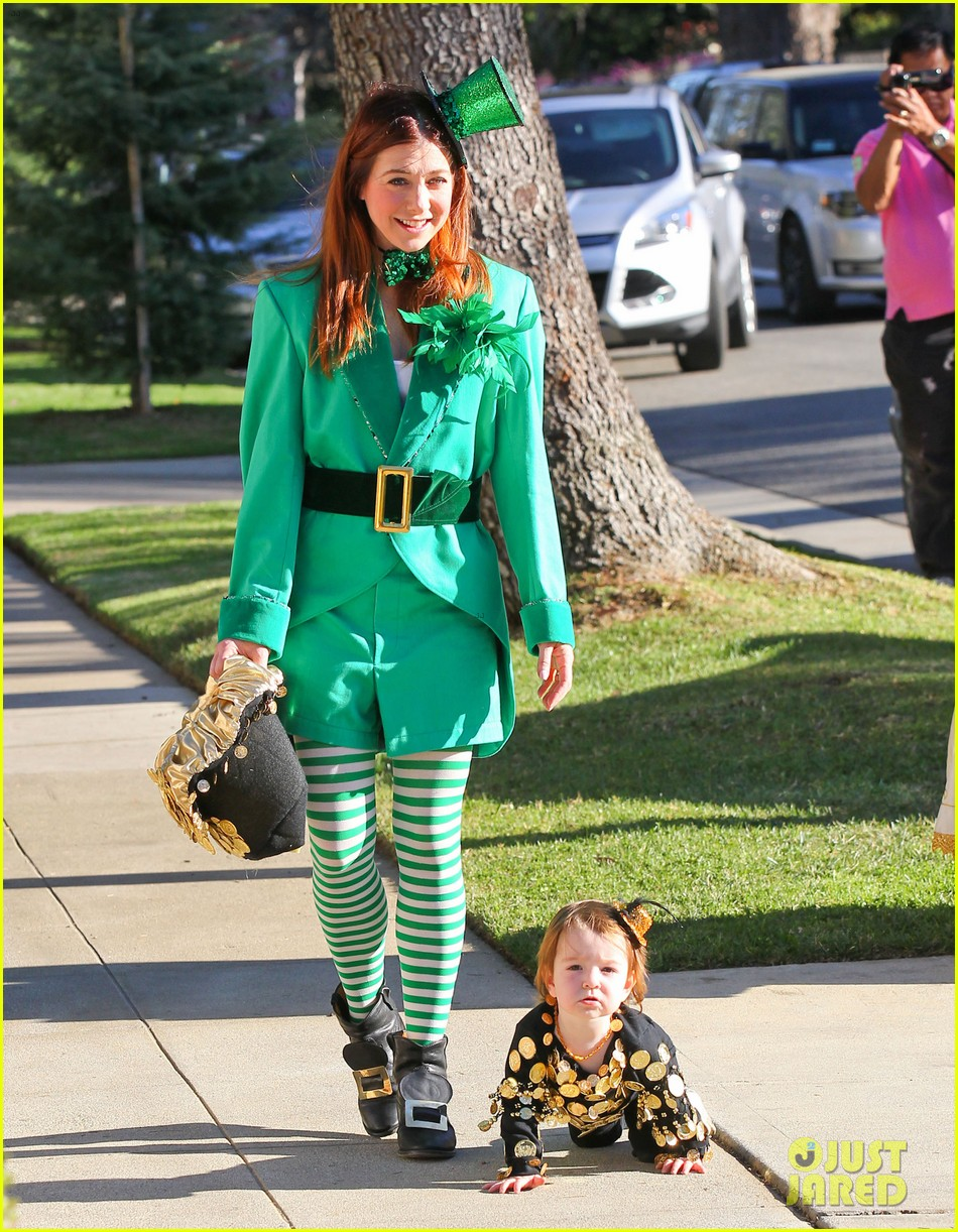 Alyson Hannigan And Her Irish Family Go Trick Or Treating Halloween