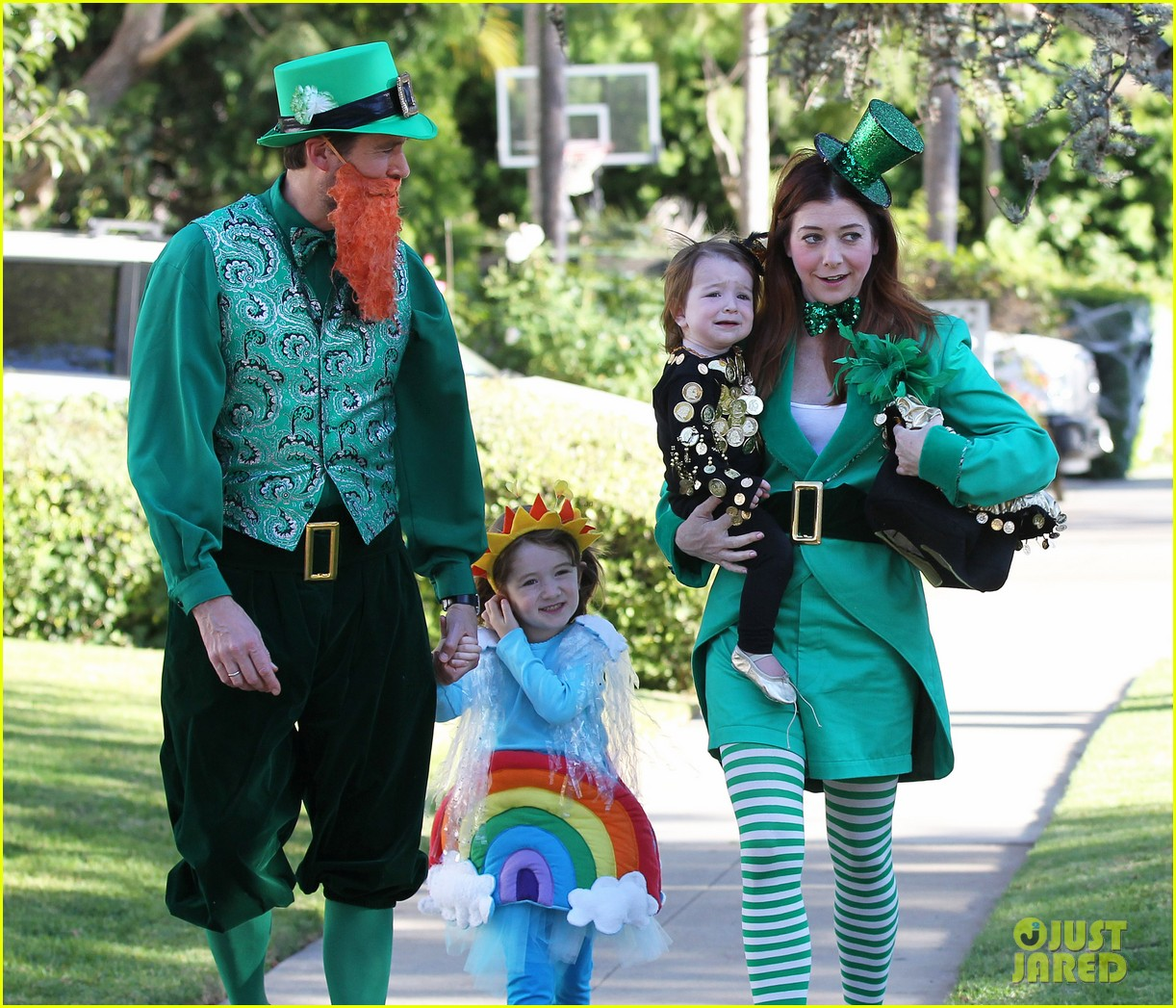 alyson hannigan family leprechaun halloween costume 2013 202983826