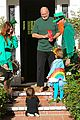 alyson hannigan family leprechaun halloween costume 2013 15