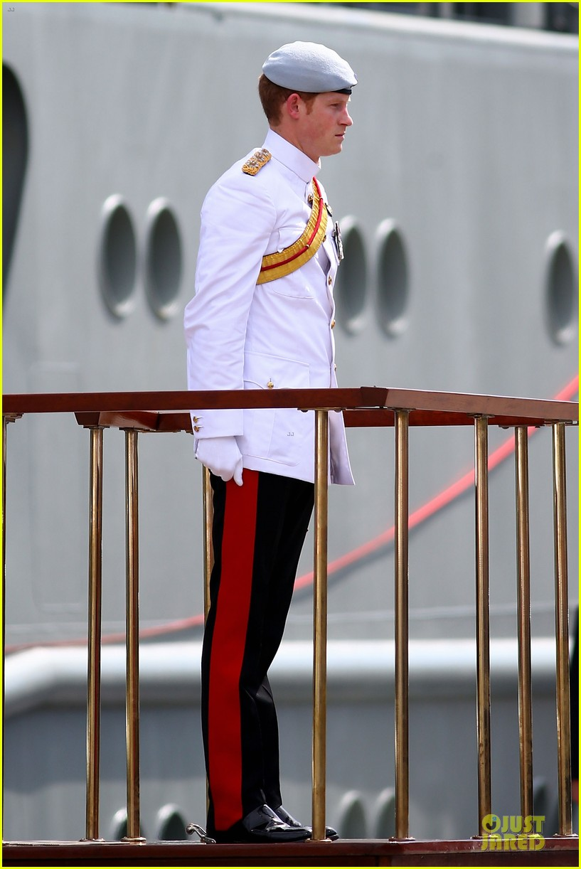 prince harry international fleet review in sydney 032966389