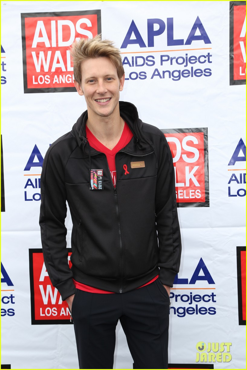 justin hartley goes shirtless revenge stars attend aids walk 132971752