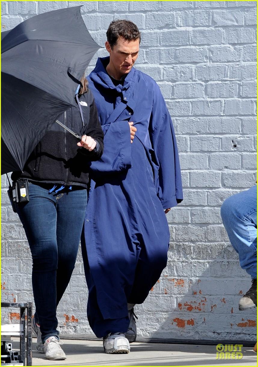 anne hathaway matthew mcconaughey blue robes for interstellar 012982577