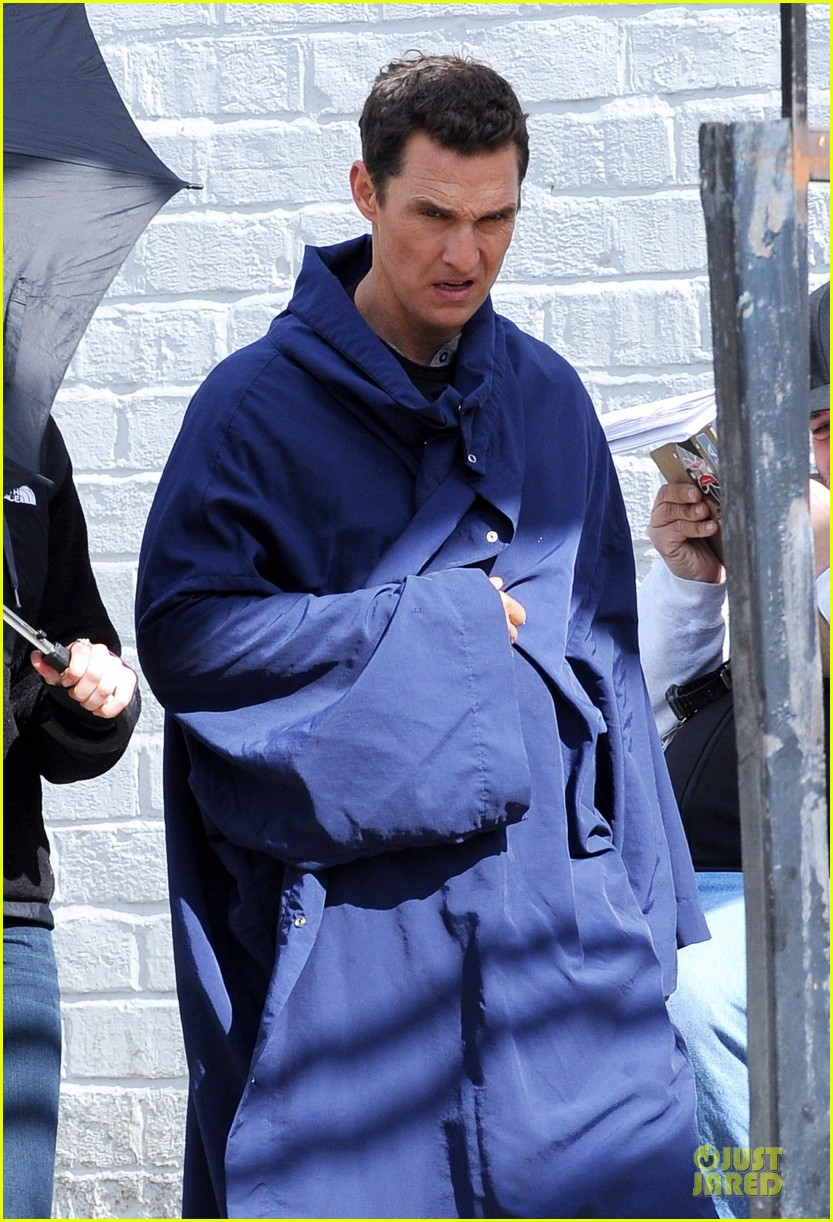 anne hathaway matthew mcconaughey blue robes for interstellar 022982578