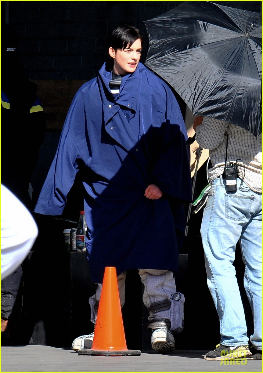 anne hathaway matthew mcconaughey blue robes for interstellar 032982579