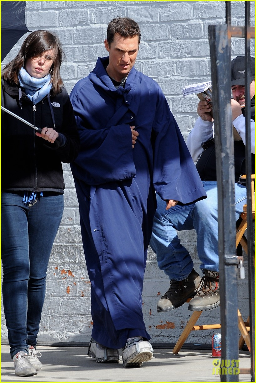 anne hathaway matthew mcconaughey blue robes for interstellar 062982582