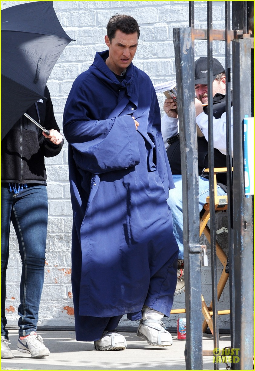 anne hathaway matthew mcconaughey blue robes for interstellar 072982583