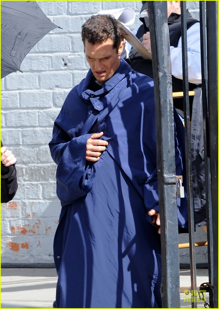 anne hathaway matthew mcconaughey blue robes for interstellar 09