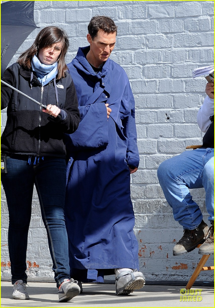 anne hathaway matthew mcconaughey blue robes for interstellar 102982586