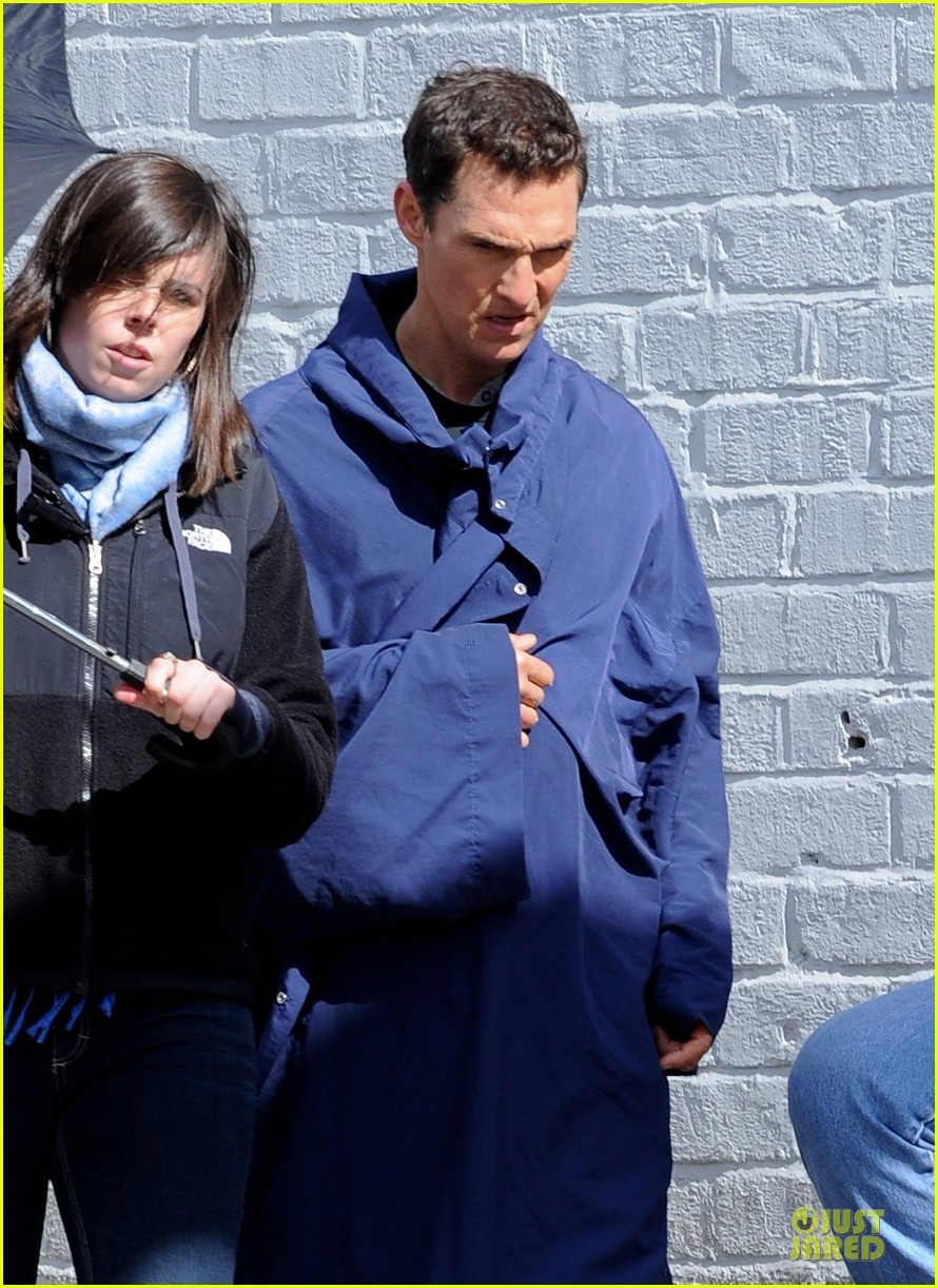 anne hathaway matthew mcconaughey blue robes for interstellar 11