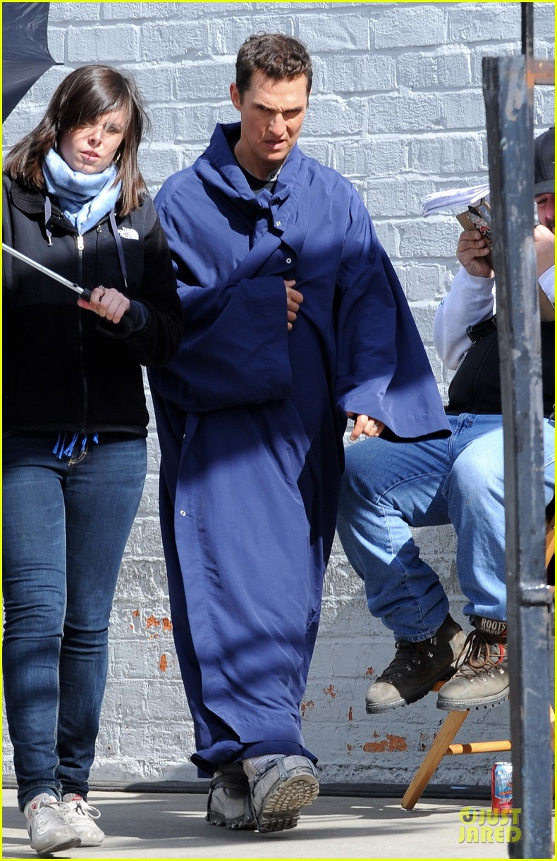 anne hathaway matthew mcconaughey blue robes for interstellar 142982590