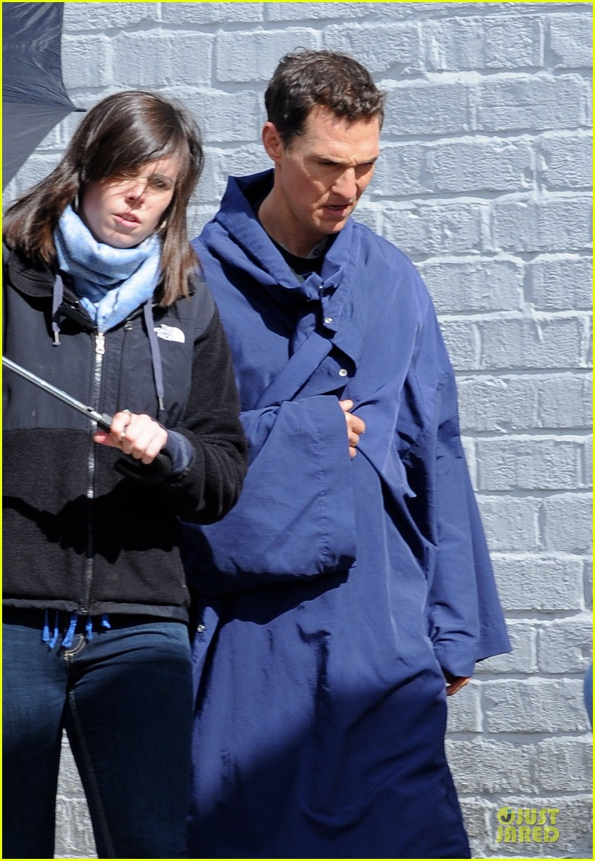 anne hathaway matthew mcconaughey blue robes for interstellar 172982593