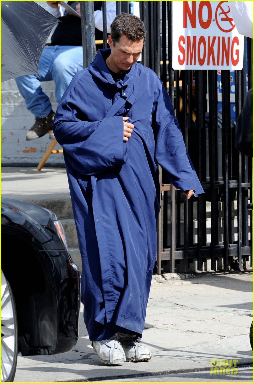 anne hathaway matthew mcconaughey blue robes for interstellar 182982594