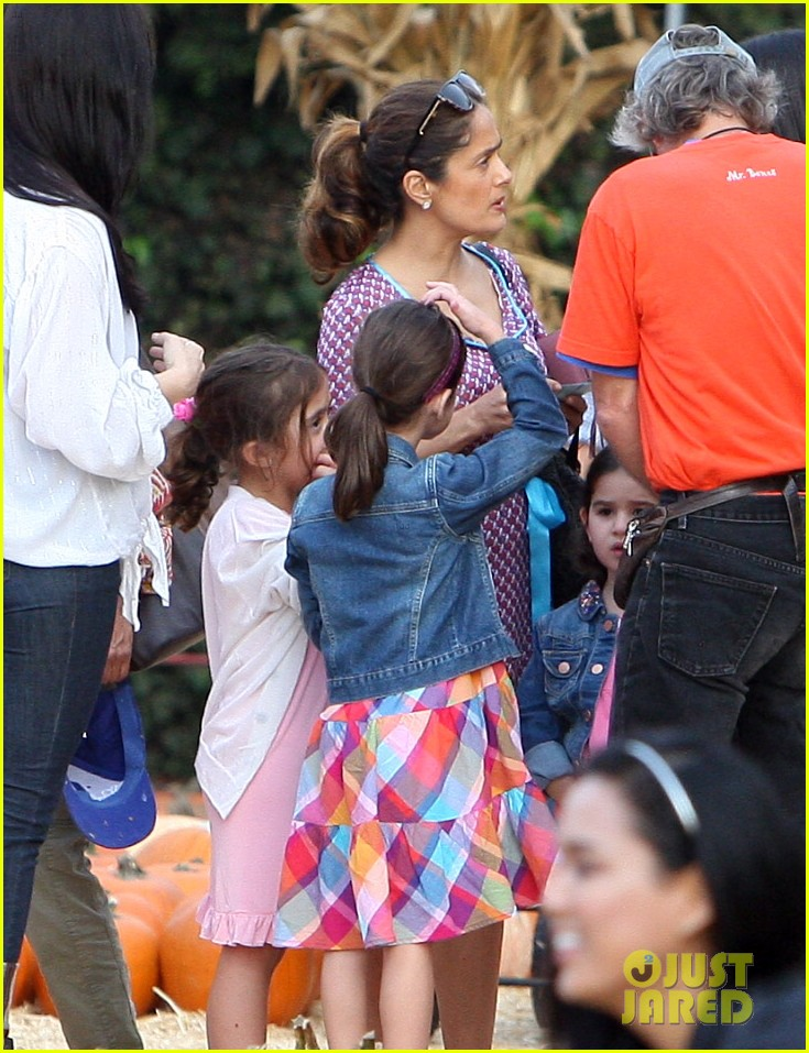salma hayek fun filled weekend with the family 282981625