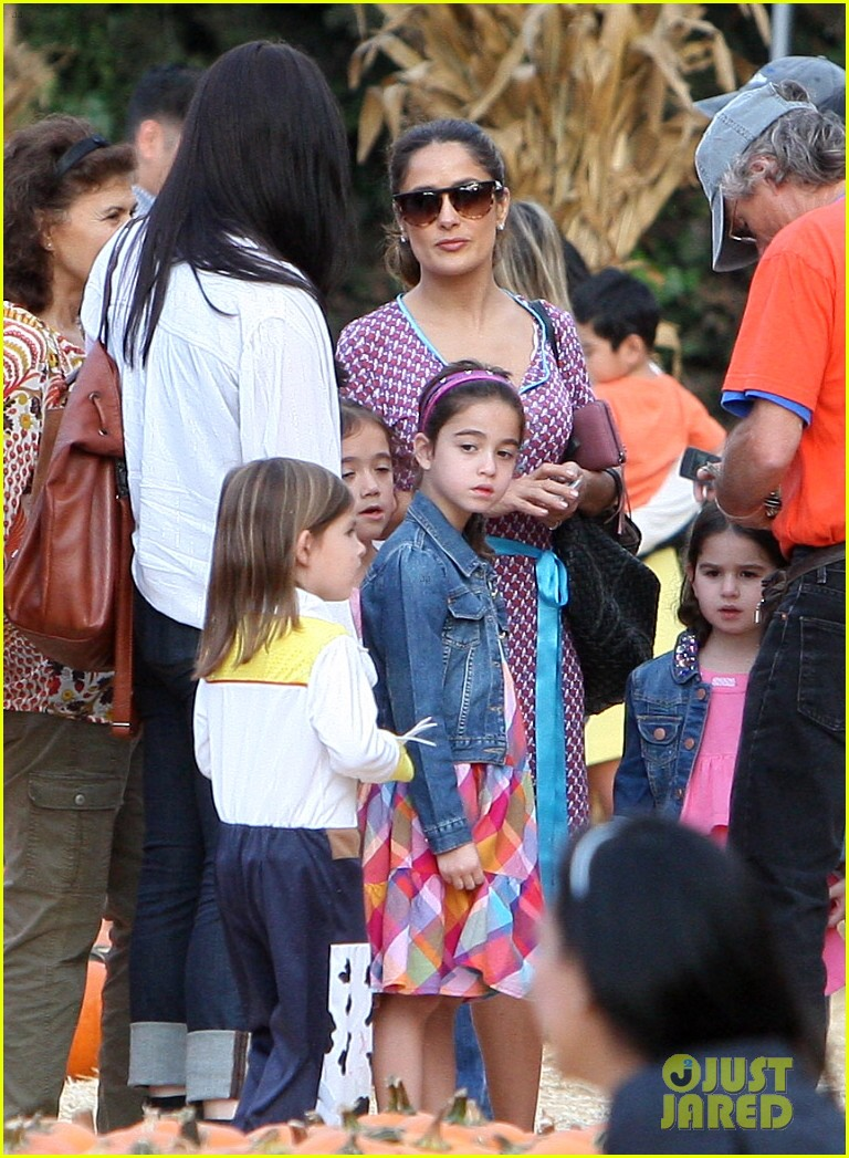 salma hayek fun filled weekend with the family 302981627