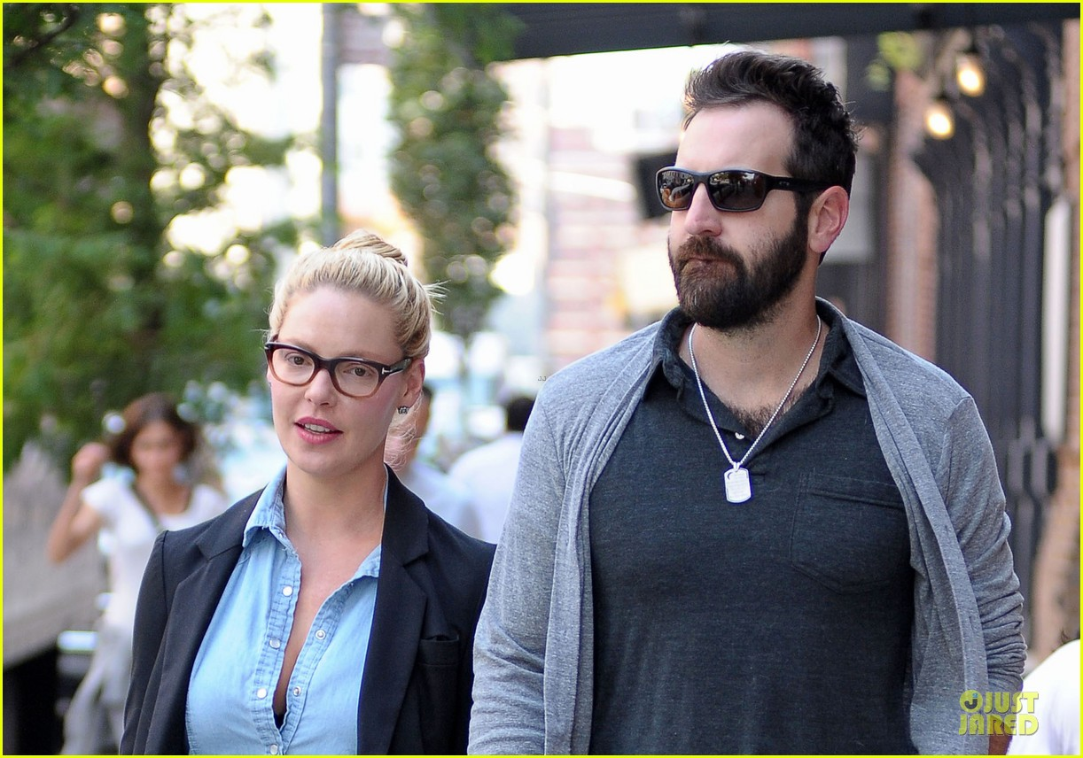 katherine heigl josh kelley hold hands after lunch 142966321