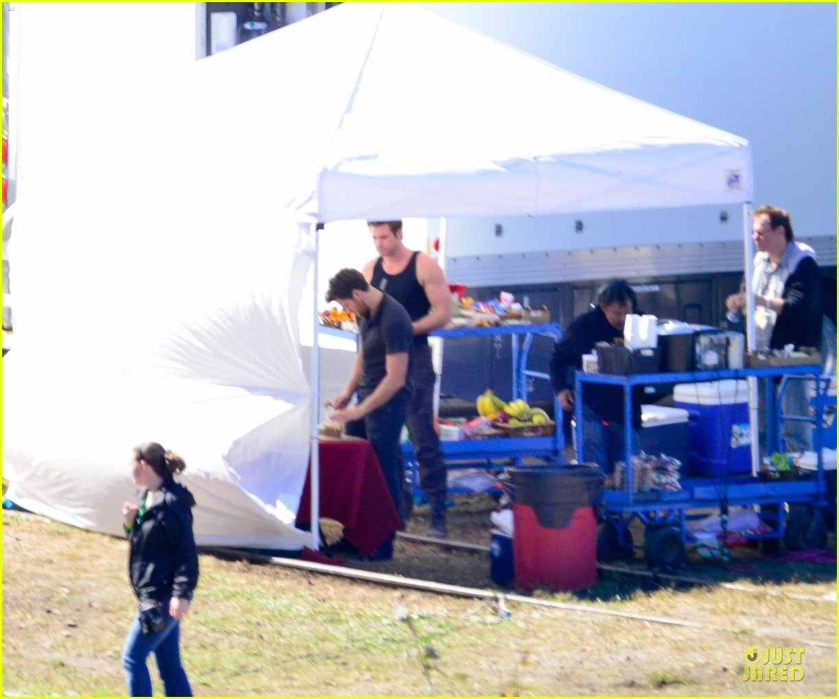 liam hemsworth gun show on mockingjay set 10