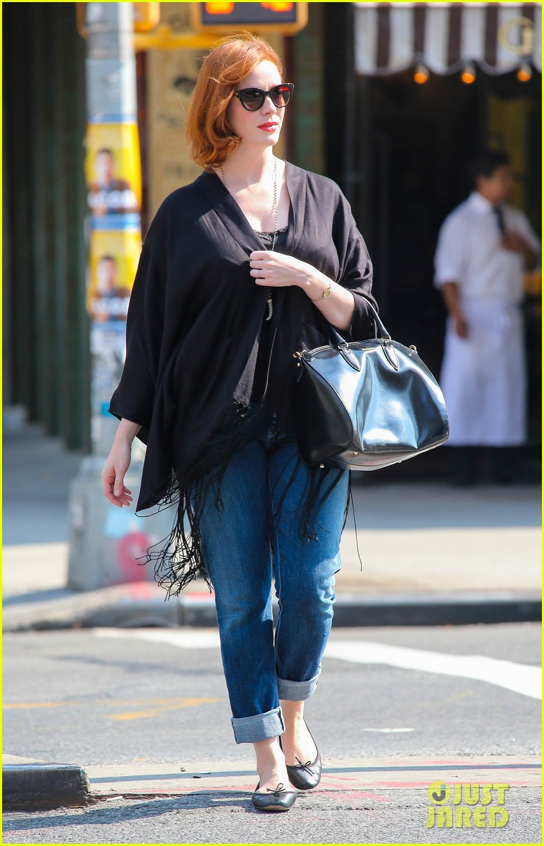 christina hendricks is tres chic in the big apple 052967514
