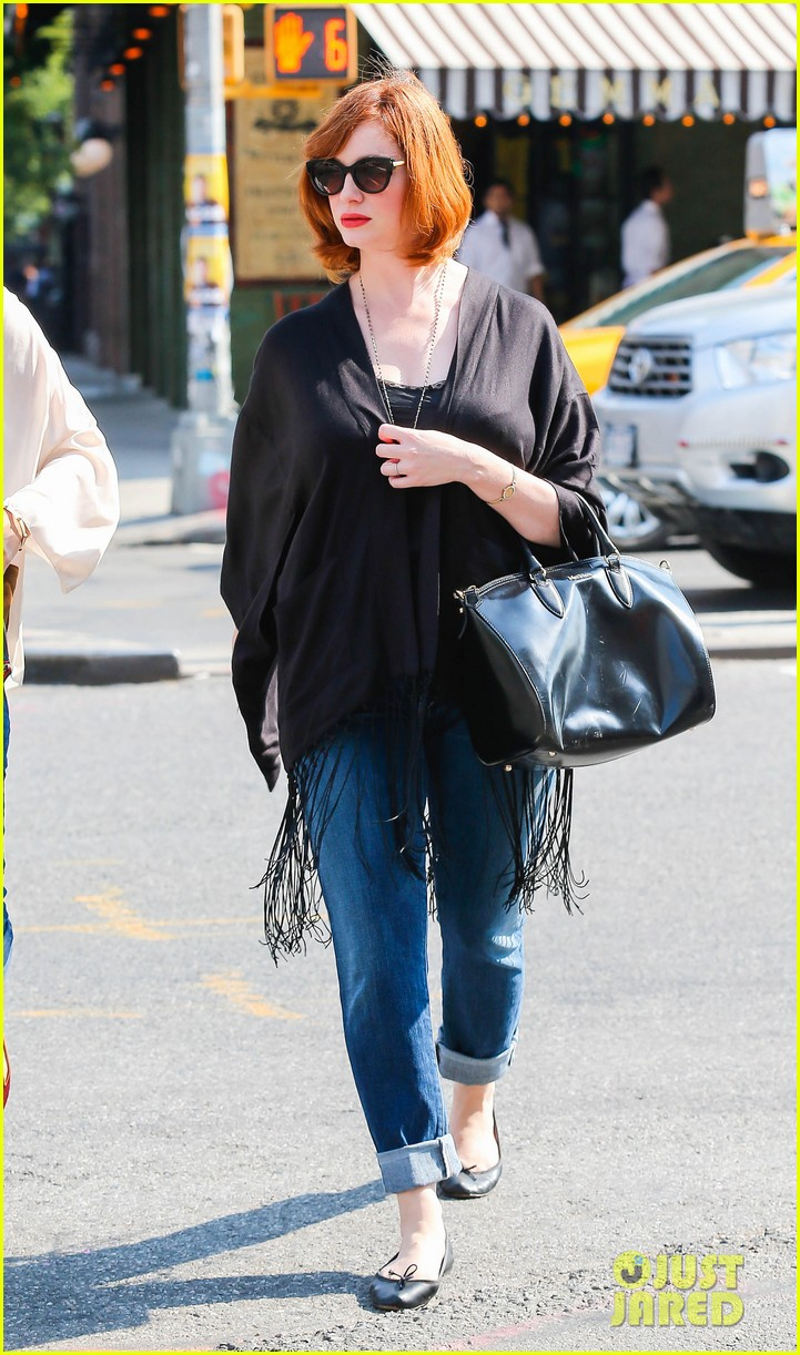 christina hendricks is tres chic in the big apple 092967518