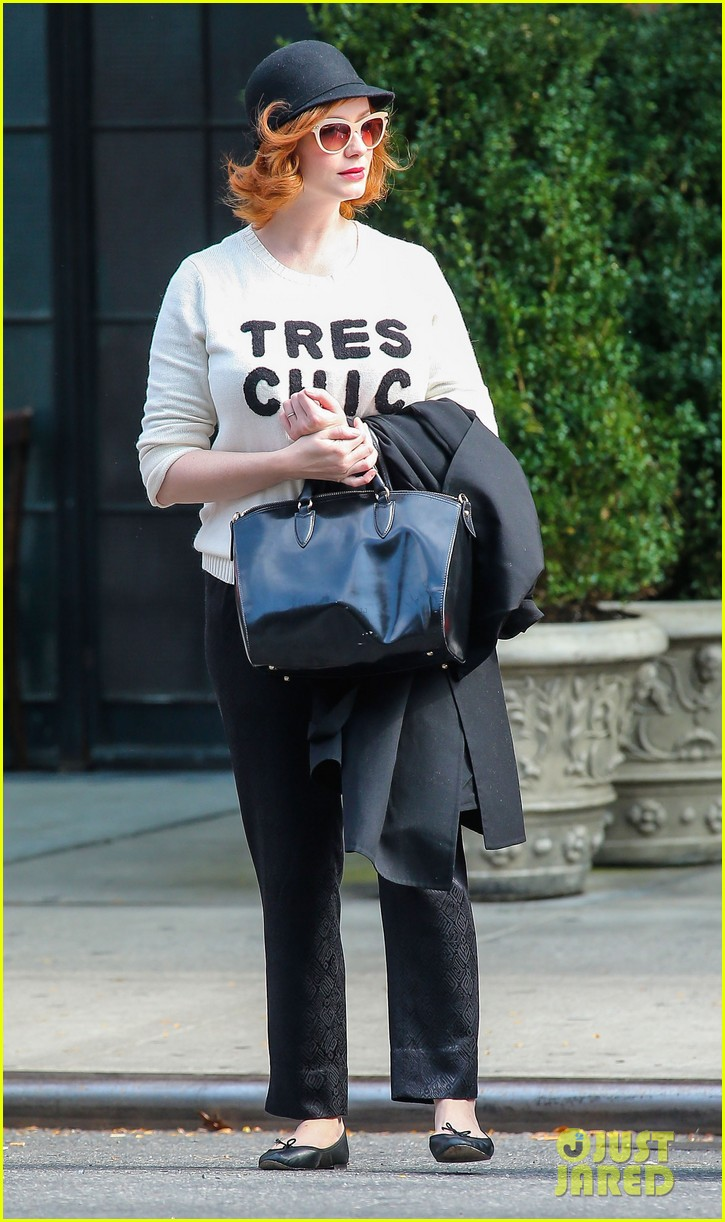 christina hendricks is tres chic in the big apple 102967519
