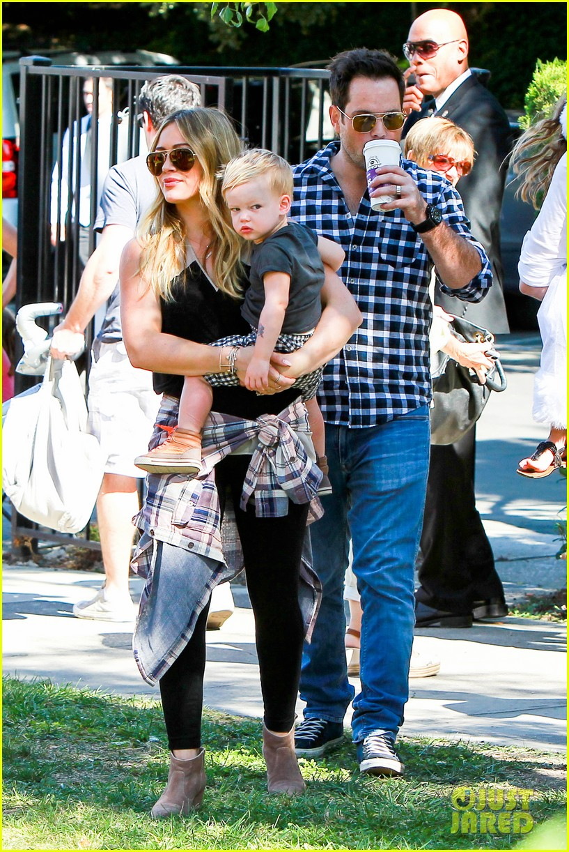 hilary duff mike comrie halloween party with luca 06