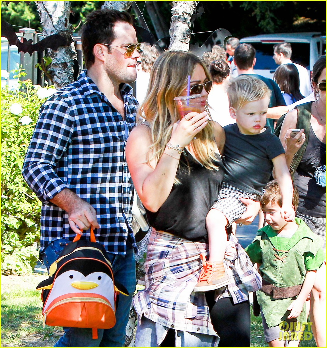 hilary duff mike comrie halloween party with luca 082976052
