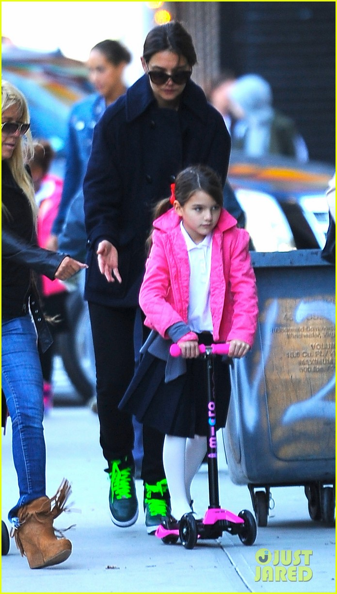 katie holmes helps suri scooter in nyc 012968351