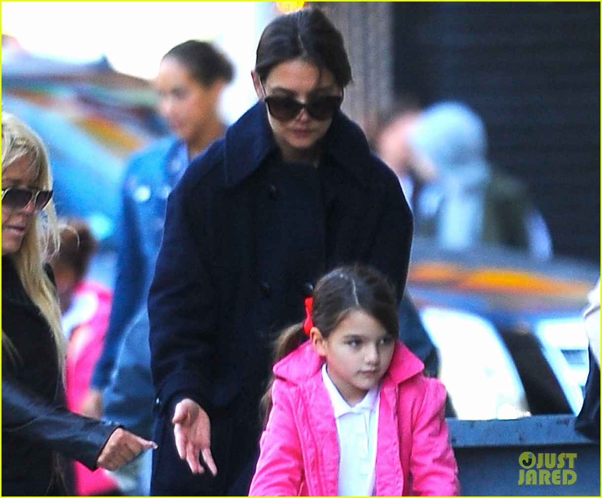 katie holmes helps suri scooter in nyc 042968354