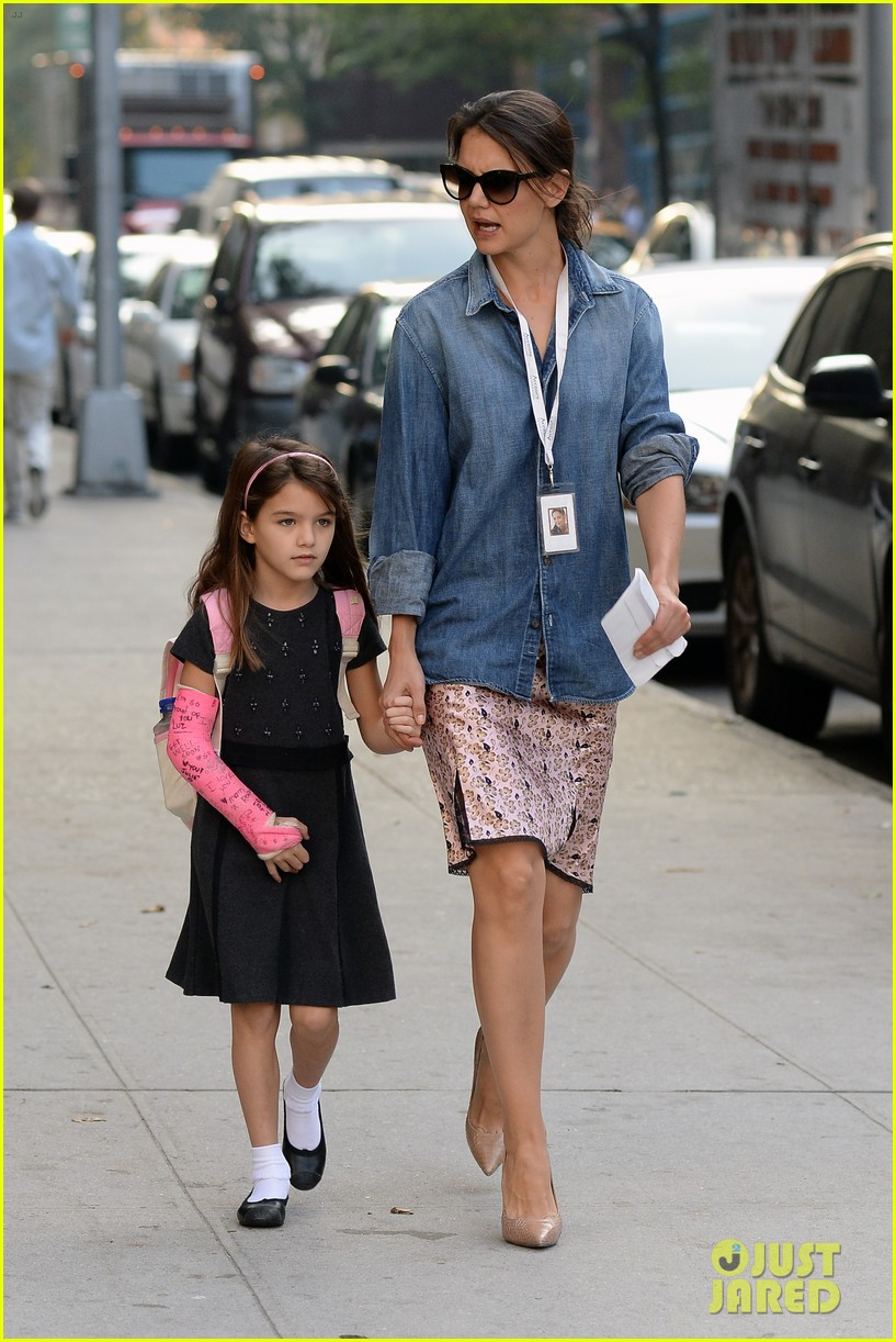 katie holmes takes friday morning stroll with suri 132965887