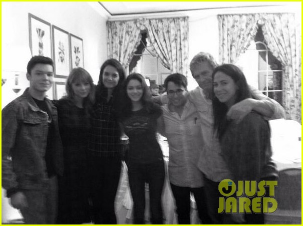 katie holmes joins twitter posts giver cast hangout pic 01
