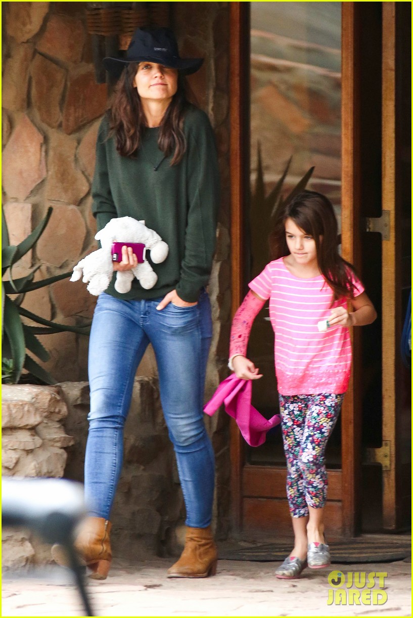 katie holmes suri enjoy safari vacation together 01