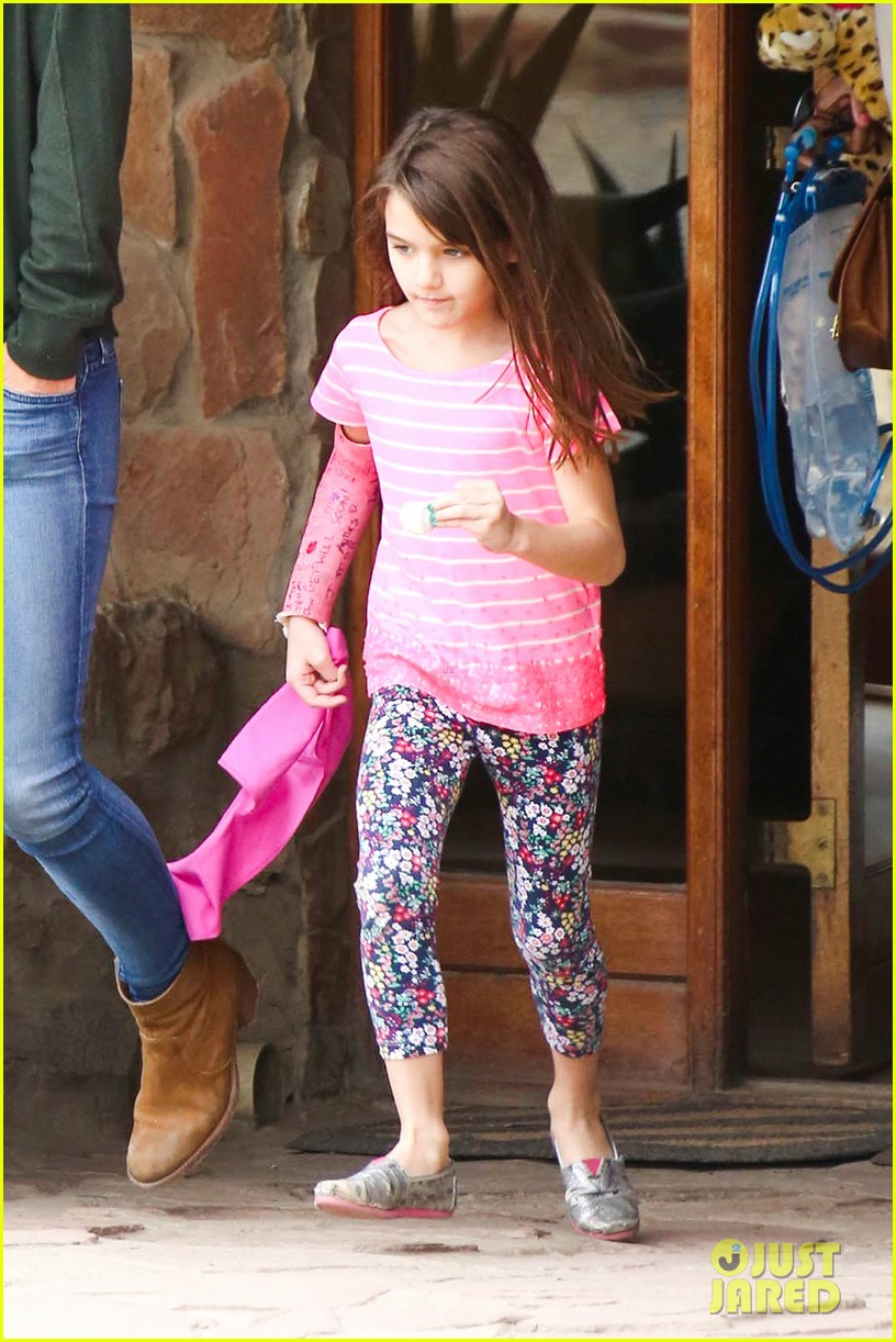 katie holmes suri enjoy safari vacation together 022977694