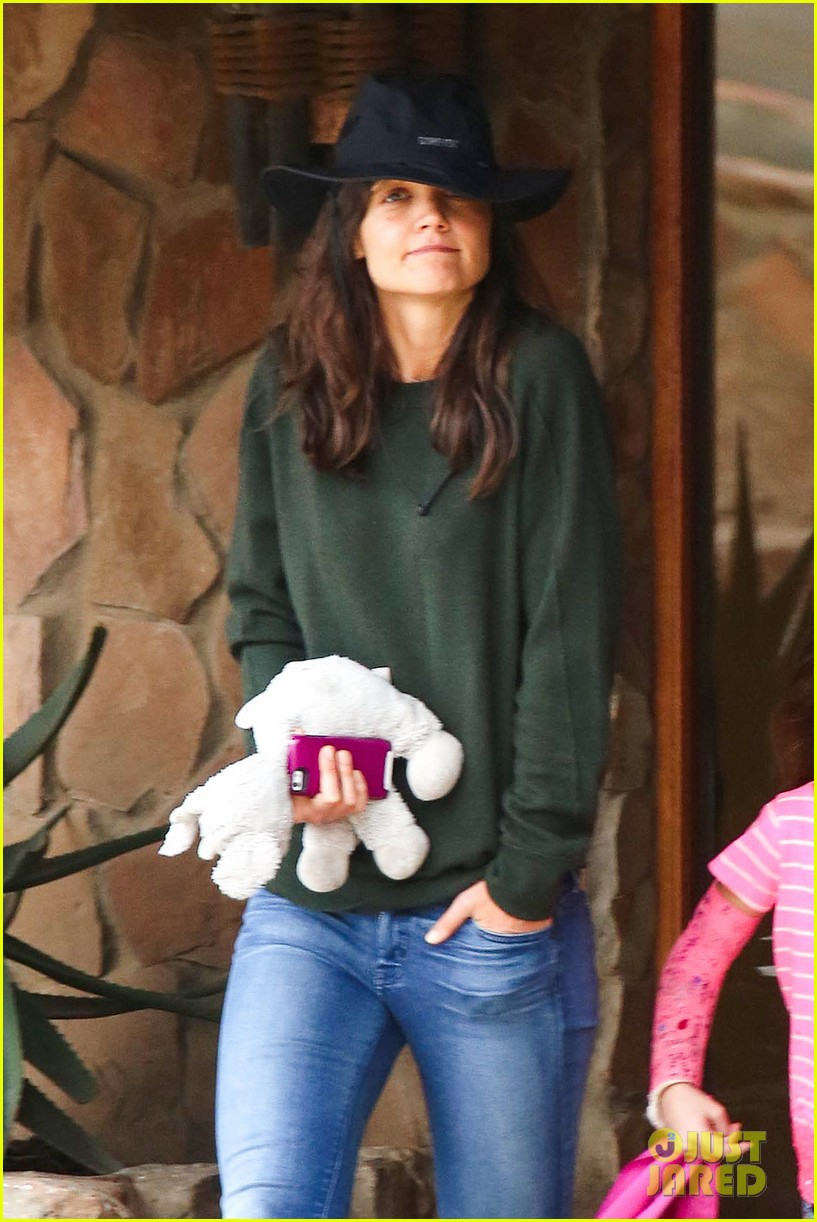 katie holmes suri enjoy safari vacation together 032977695