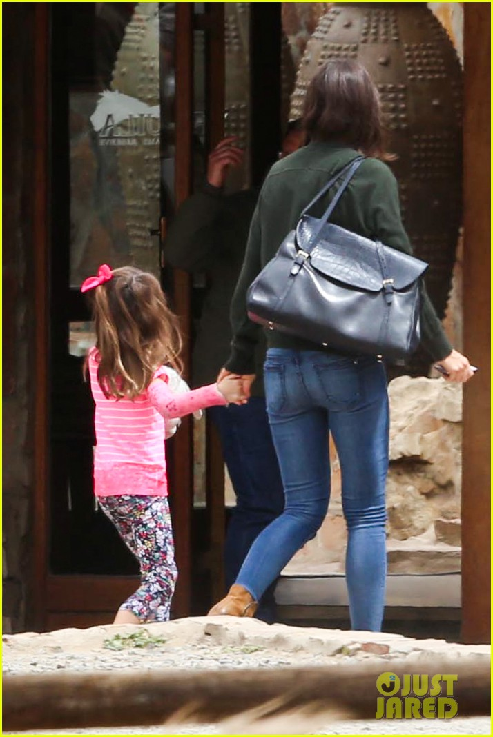 katie holmes suri enjoy safari vacation together 052977697