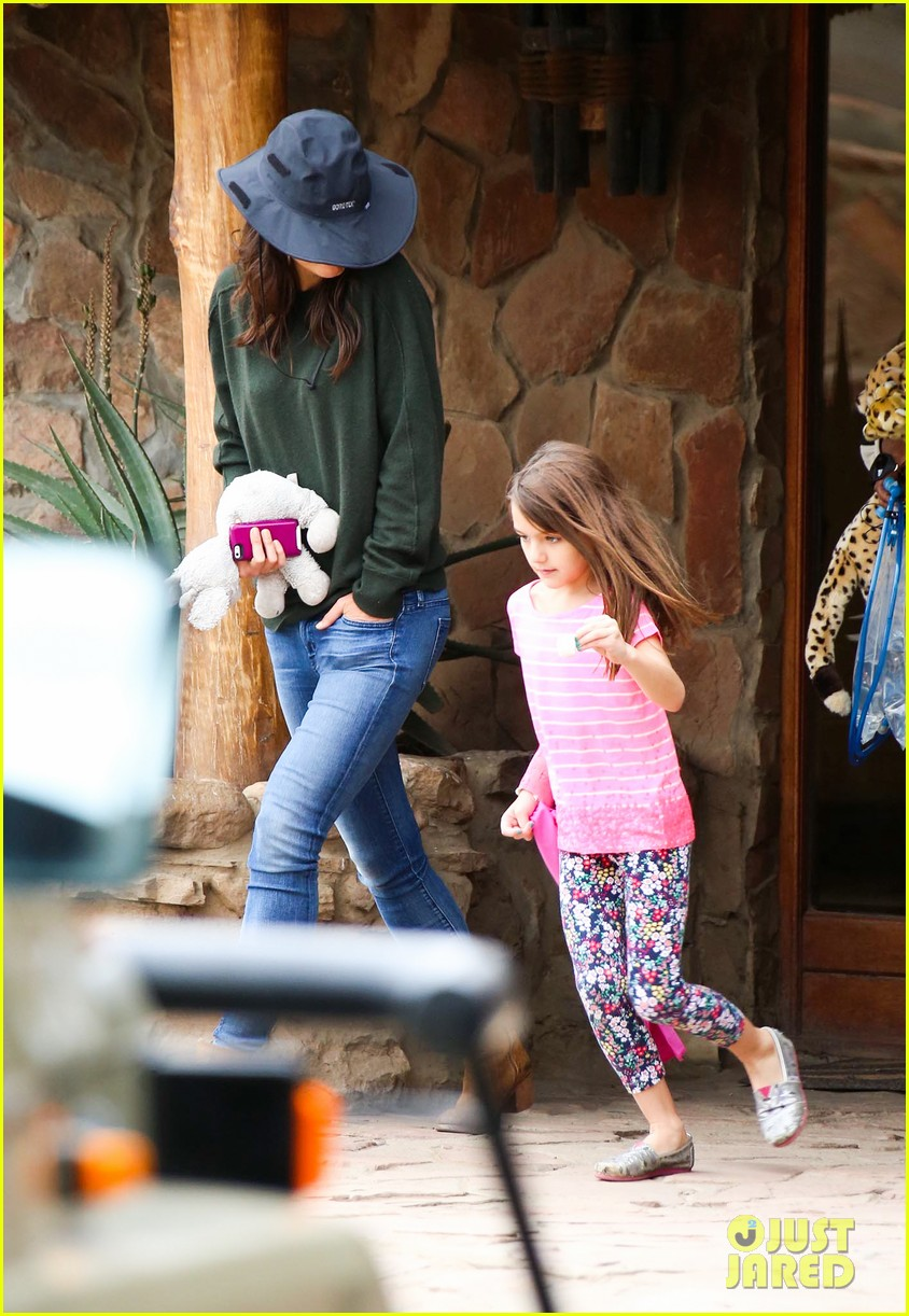katie holmes suri enjoy safari vacation together 12