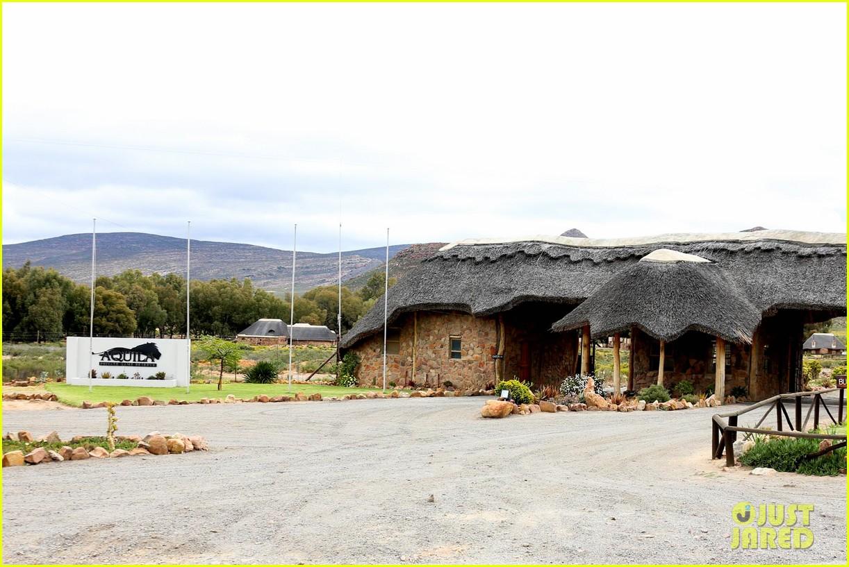 katie holmes suri enjoy safari vacation together 142977706