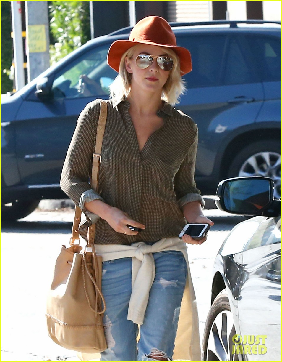 julianne hough dancing with the stars judge next week 042966354