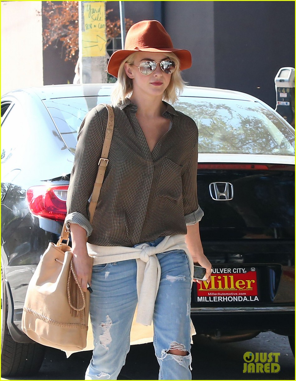 julianne hough dancing with the stars judge next week 122966362