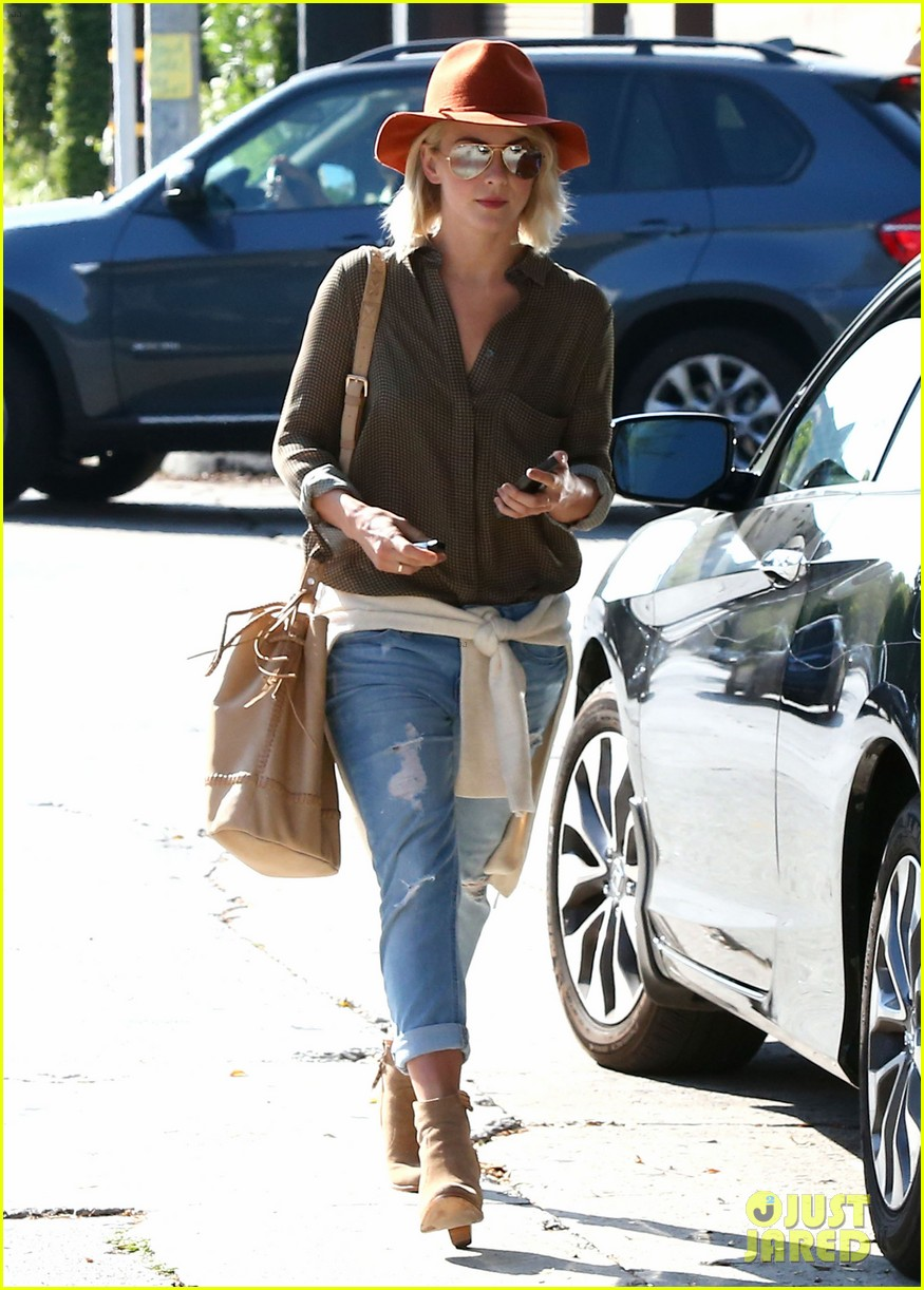 julianne hough dancing with the stars judge next week 162966366
