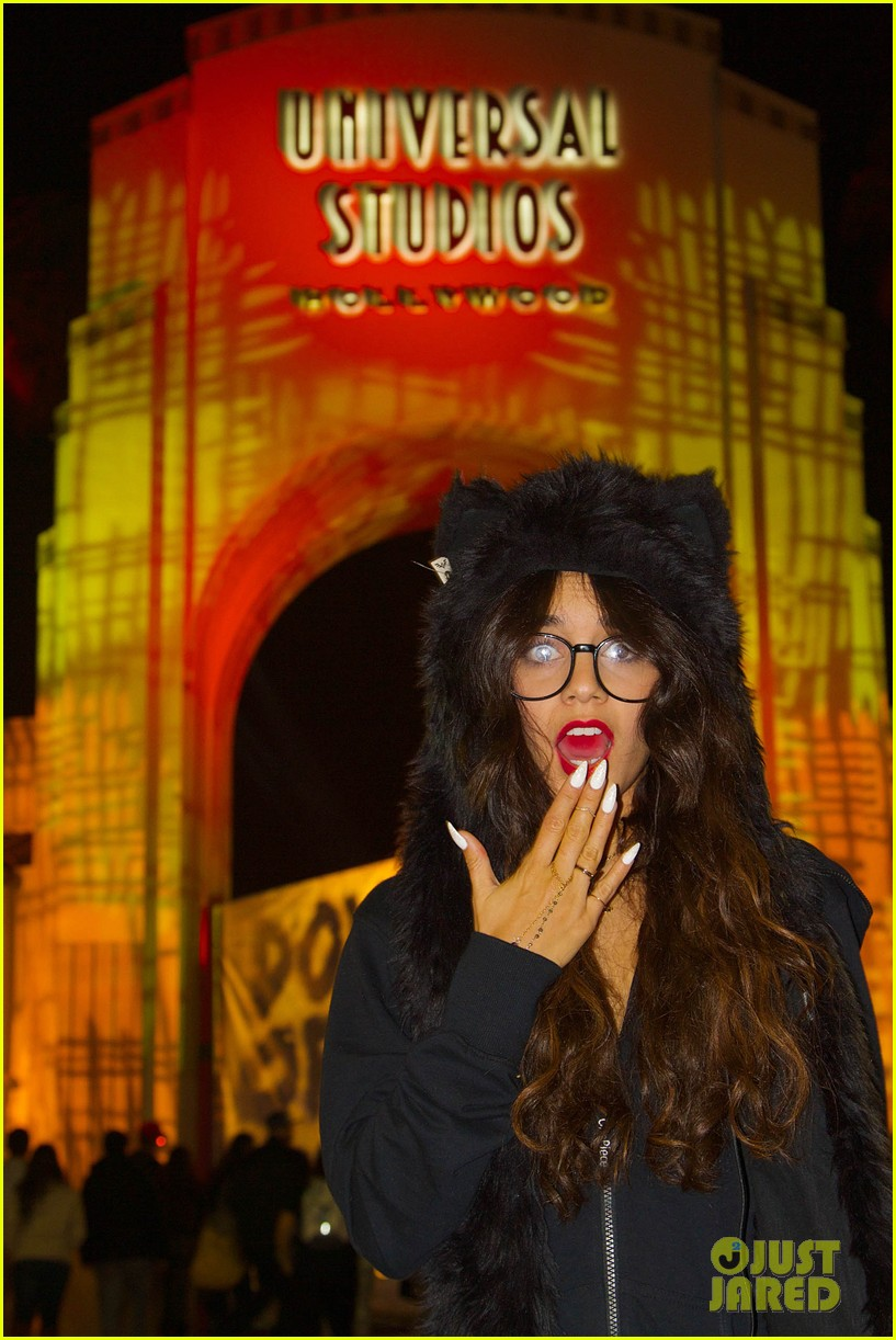 vanessa hudgens halloween horror nights with stella 042982400