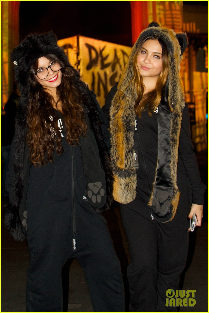 vanessa hudgens halloween horror nights with stella 05