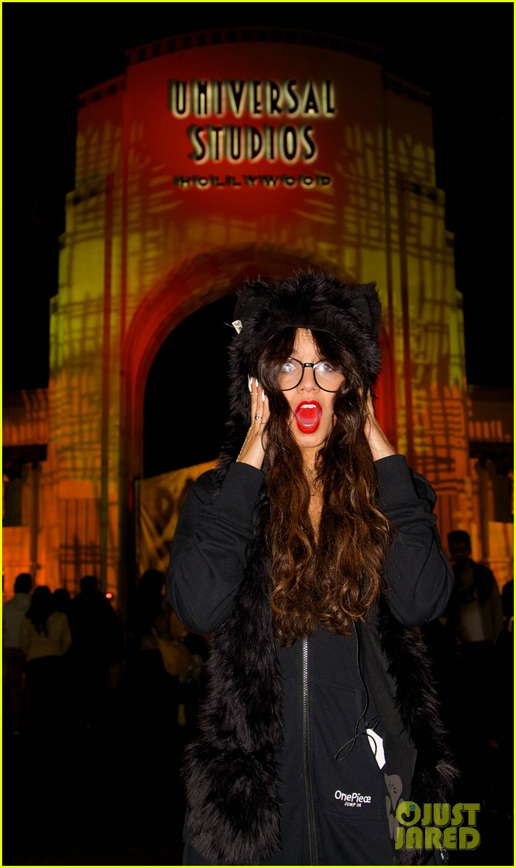 vanessa hudgens halloween horror nights with stella 072982403