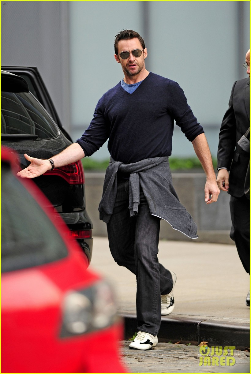 hugh jackman hangs with his mother in law 042975778