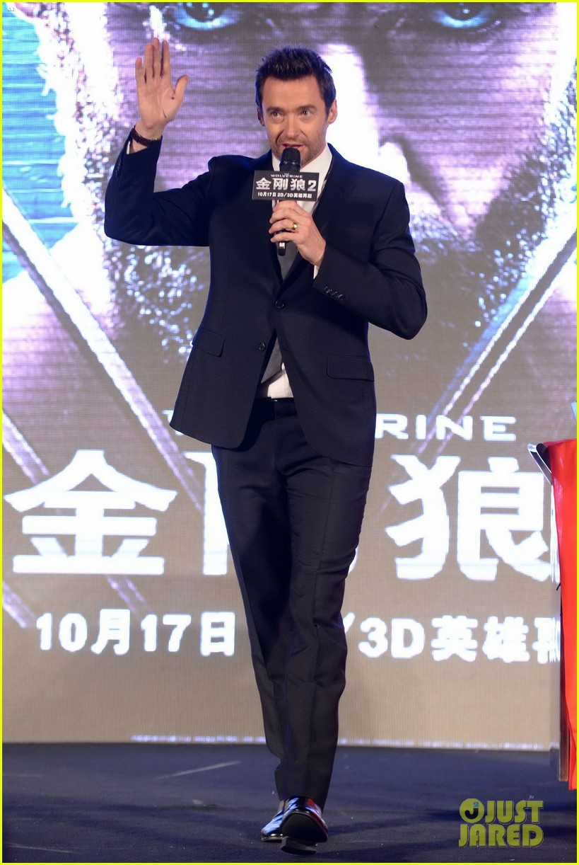 hugh jackman premieres the wolverine in china 03