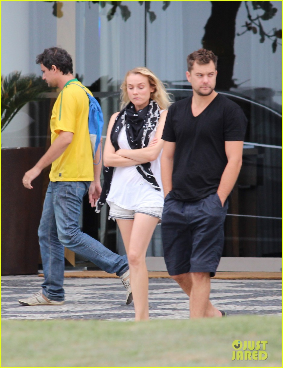joshua jackson shirtless before day out with diane kruger 012983497