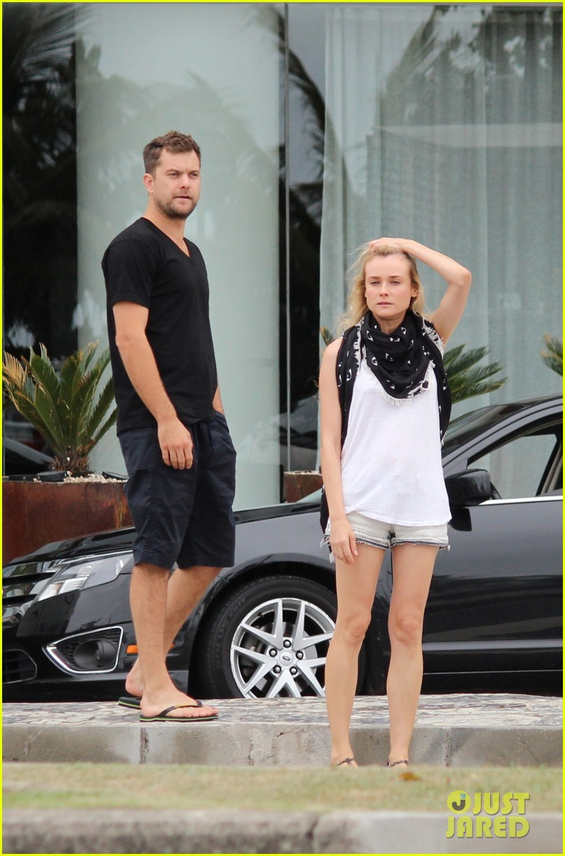 joshua jackson shirtless before day out with diane kruger 032983499