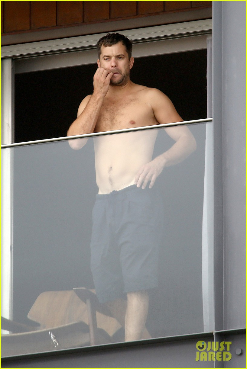 joshua jackson shirtless before day out with diane kruger 052983501