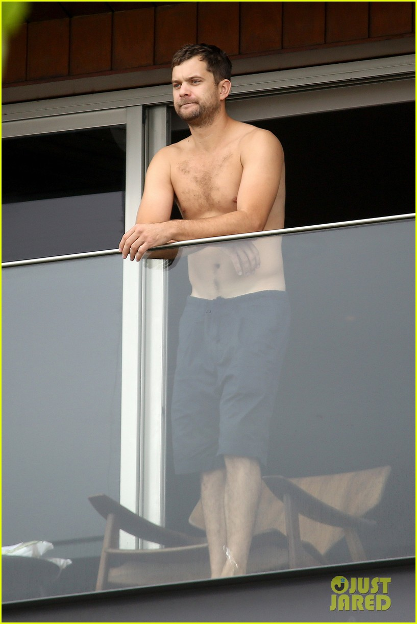 joshua jackson shirtless before day out with diane kruger 082983504