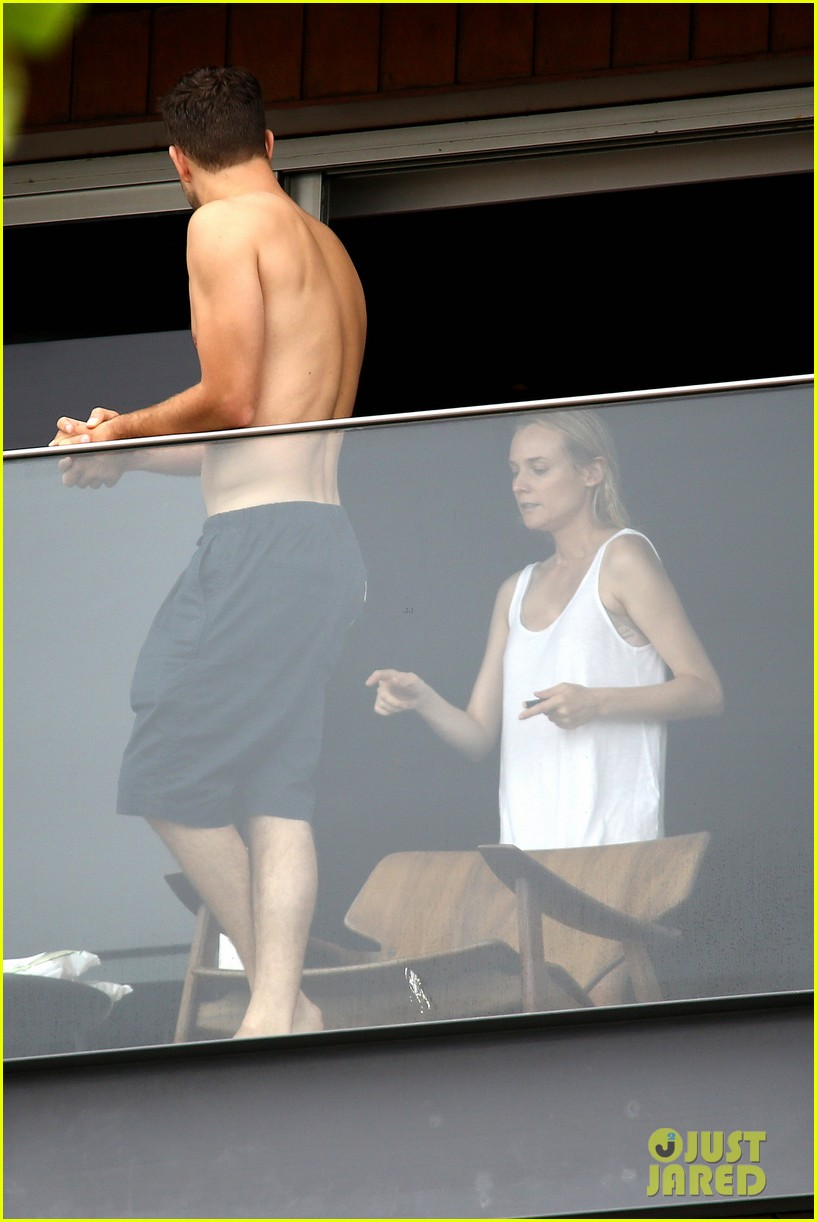 joshua jackson shirtless before day out with diane kruger 092983505